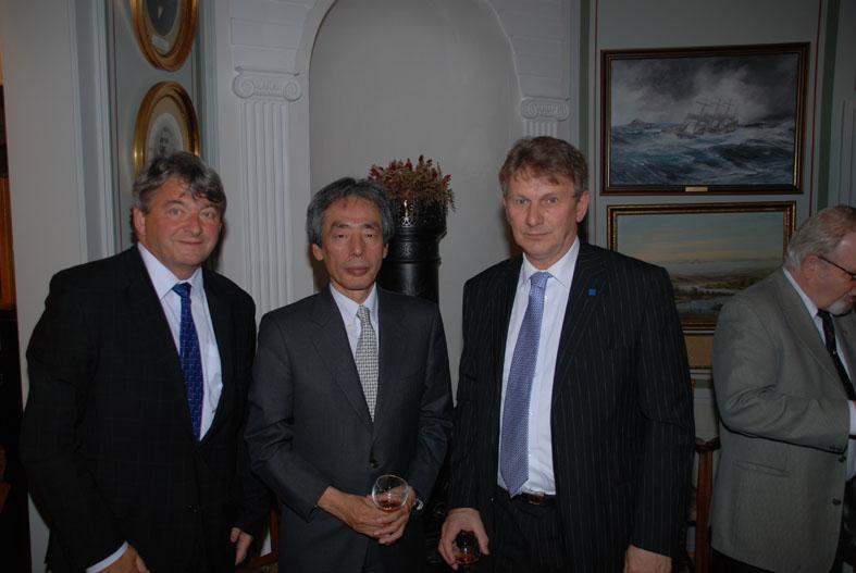 Fra venstre Petter Nordby, Katsue Yoshida og nestformannen om ledet møtet, Lars Vidar Moen